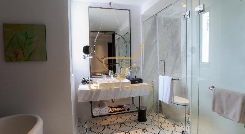몽고메리 링크스 호텔 디럭스룸 욕실