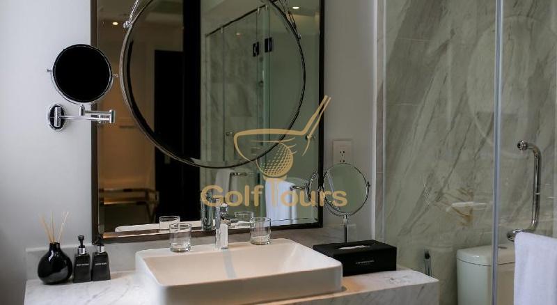 몽고메리 링크스 호텔 디럭스룸 욕실거울